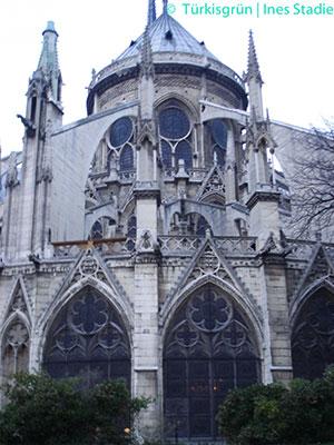 Paris Notre-Dame, Wimperg über Fenster