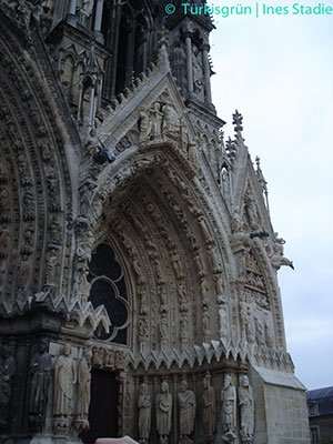 Reims, Kathedrale Wimperg über Portal